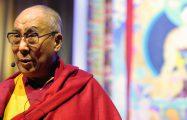 Thumbnail voor Boegbeeld van het boeddhisme, de dalai lama, viert 86e verjaardag