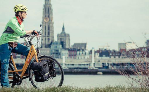 Thumbnail voor Boeddhistisch fietsen voor het goede doel