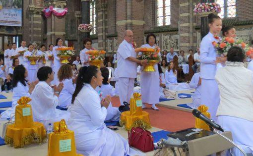 Thumbnail voor Boeddhistische culturen: Vesak op z'n Thais