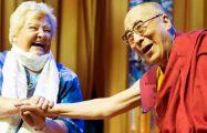 Thumbnail voor Tibetanen vieren met Erica Terpstra verjaardag Dalai Lama op de Dam