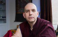 """Thumbnail voor Boeddhistische monnik over complottheorieën: """"Het is allemaal machteloosheid"""""""