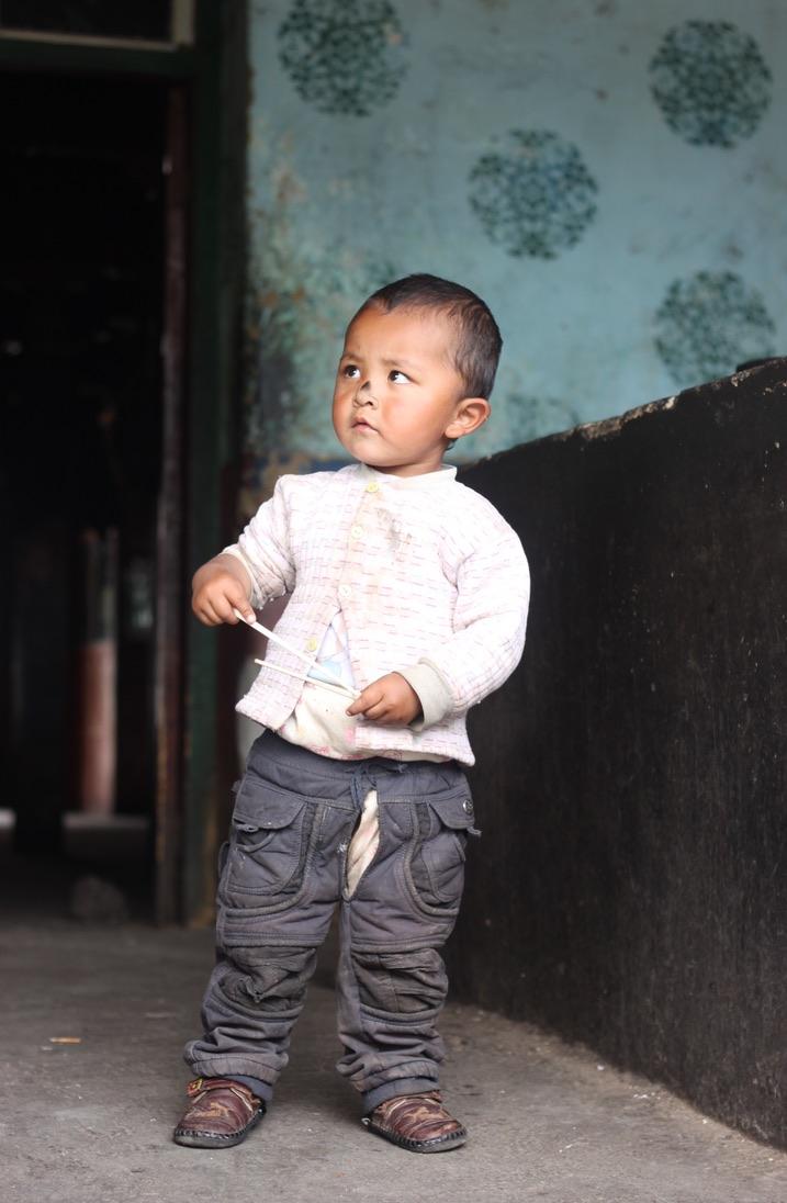 Tibetaanse jongen onderweg in Tibet - Fotograaf Didie Schackman
